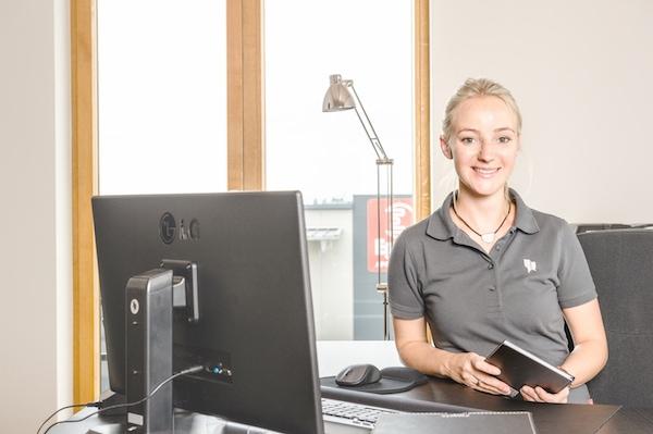 Angelique Harpf ist als zahnmedizinische Fachangestellte wichtiger Teil des Laborteams.