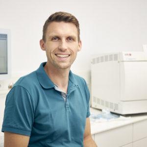 Dr Ressel über die Neuplanung seines Sterilisationsraums.
